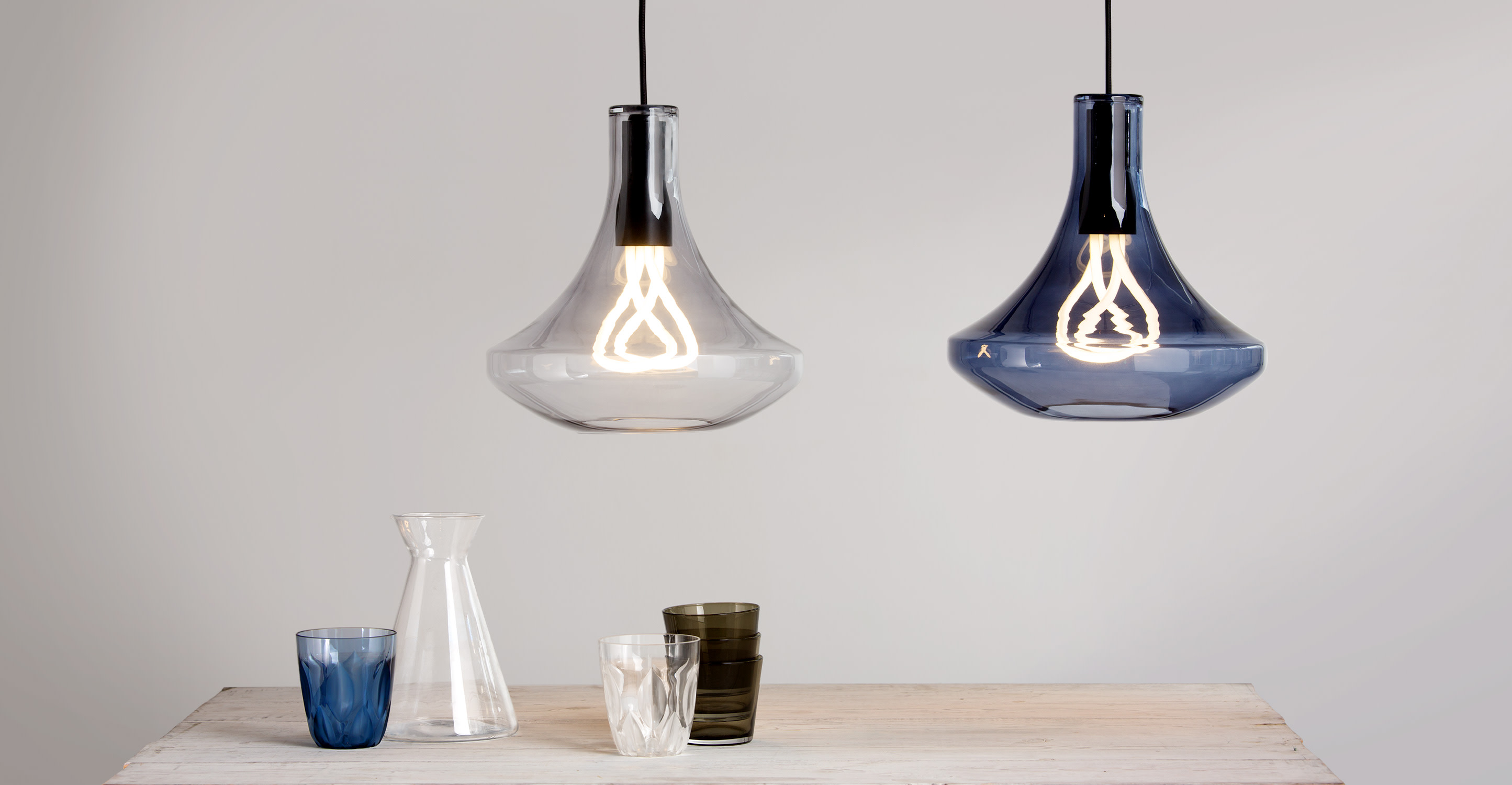 Plume pendant lamp and plumen 001 bulb smoke grey for Suspension ampoule