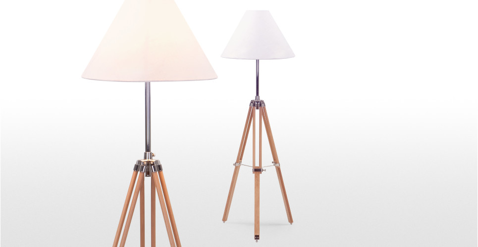 navy un lampadaire tripode en bois naturel. Black Bedroom Furniture Sets. Home Design Ideas