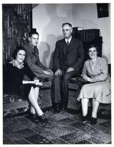 John Curtin and family, 24 Jarrad Street, Cottesloe, 1937