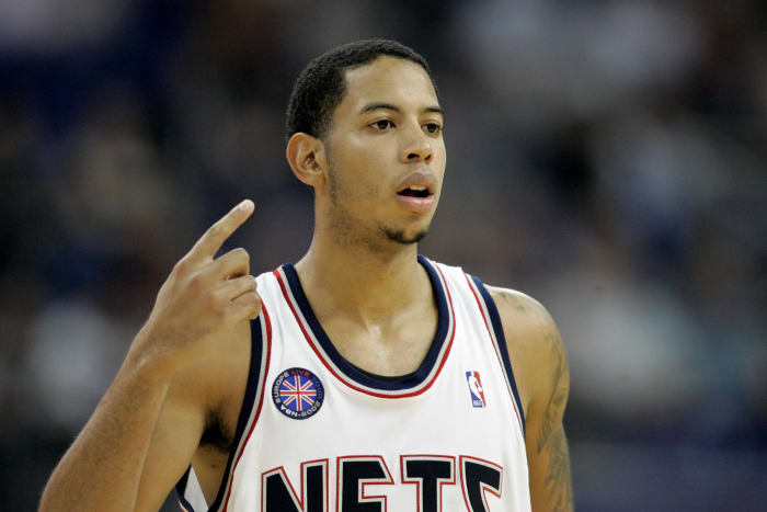 Devin Harris sinks Sixers with circus shot