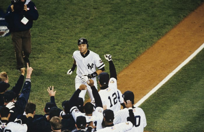 2001: Game 4 - New York Yankees 4, Arizona Diamondbacks 3 (10 innings)