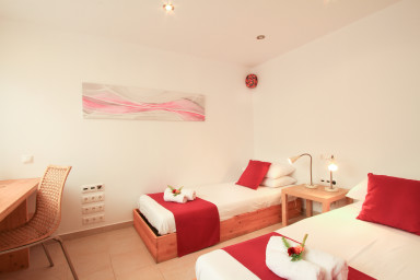 4th bedroom with 2 twin beds near the cinema hall.