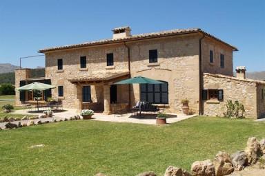 Härlig charm och enastående utsikt i denna villa med altan