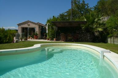Trevlig semestervilla med stor trädgård och privat pool