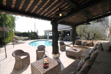 Pampig villa med fantastiskt terrass och makalös utsikt över havet