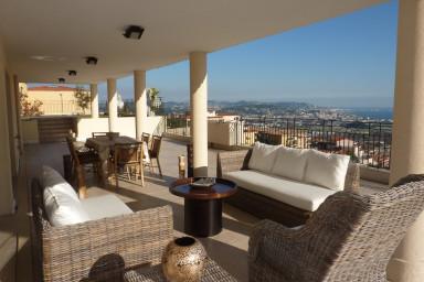 Lyxig topp vånings lägenhet med panoramautsikt