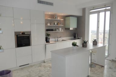 Luxuös topp vånings lägenhet med utsikt över hela Nice
