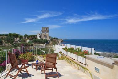 Trullo Fiore di Mare: Sea View Trulli Complex in Trani