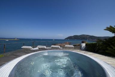 Enastående villa med pool och panoramautsikt