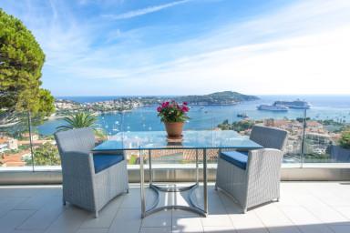 Lyxig villa med härlig utsikt över bukten i Villefranche