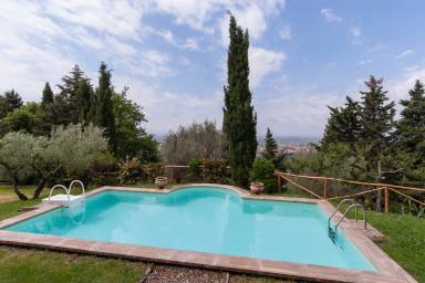 Vacker italiensk villa med pool i Toscana