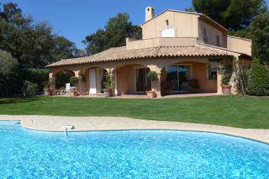 Exklusiv villa med sagolikt läge och närhet till tre golfbanor