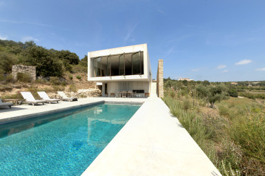 STUNNING ARCHITECTS  VILLA IN THE LUBERON WITH INFINITY POOL (SLEEPS 5)