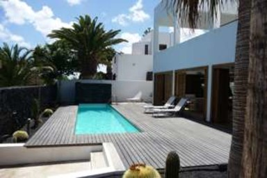 Luxus pool im garten  Auszeit Lanzarote