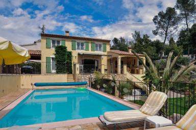 Populär semestervilla med pool för den perfekta familjesemestern