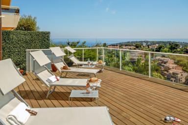 Fabulös semesterfastighet med generös terrass för lata dagar