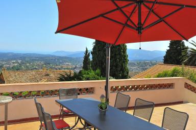 Villa i Grasse med pool och underbar utsikt