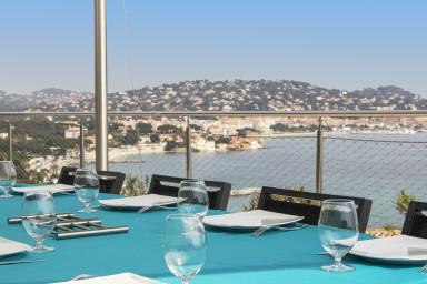 Modern villa med utsikt över Medelhavet