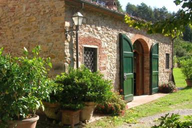 Charmig villa med pool i ett lugnt och grönt område i Toscana