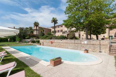 Spektakulär villa med underbar trädgård och mycket karaktär
