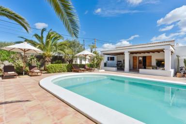 Vacker villa med underbar veranda och pool