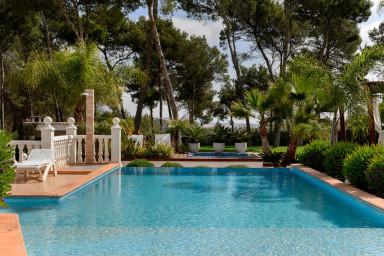 Toppmodern villa med underbart poolområde med plats för många
