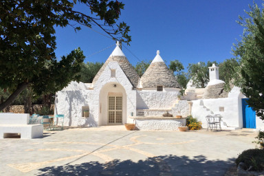 Trulli Tre Mondi: Gorgeous Hillside Trulli with Pool