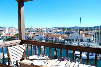 Large renewed duplex apartment with 360° view and a mooring