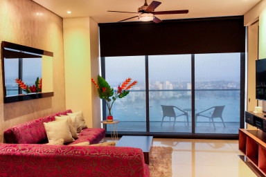 Breathtaking  Bay View Apartment at H2 Cartagena