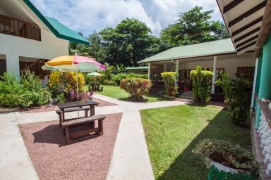 Chbre 2 : En rez-de-jardin, 2 lits jumeaux en 90/190, SDB, Air Con, WIFI