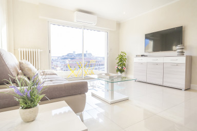 2 BR fully renovated with sea view sober and elegant