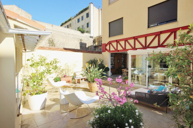 Big garden level apartment in the heart of Cannes