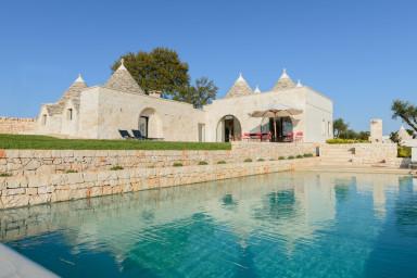 Trulli Terra Rossa: Authentic Trulli with Pool