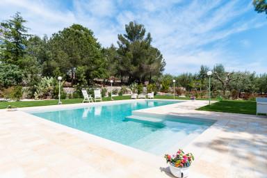 Villa Bruni: Hillside Villa with Pool