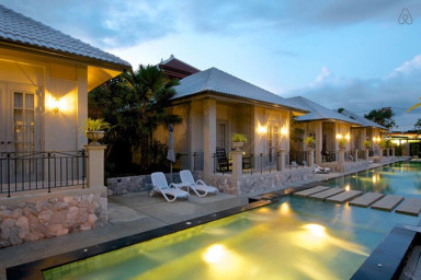 Pattaya Retreat Villas 9 Bedrooms Sleeps 18