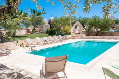 Trulli Chianca Bianca: Luxury complex of Trulli with pool