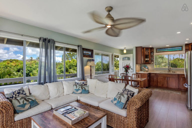 Kapaka Cottage with 2 bedroom & 1 bath - Central Air & full kitchen