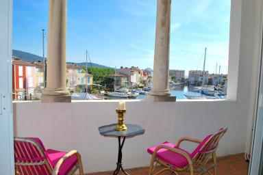 Grand appartement 4 pièces avec amarrage dans le centre de Port Grimaud