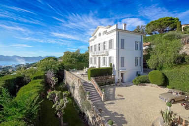 Somptuous Villa from the 19th century with swimming pool & stunning seaview