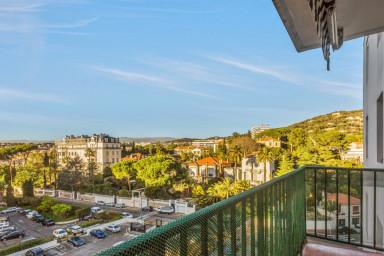 Charmant appartement avec terrasse et vue - W216