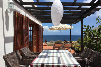 Cosy holiday house Casa Paz del Mar in Charco del Palo directly at the sea