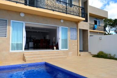 Villa Pape'Ora - Papeete - 3 ch - clim - WiFi - piscine et vue mer- 5 pers