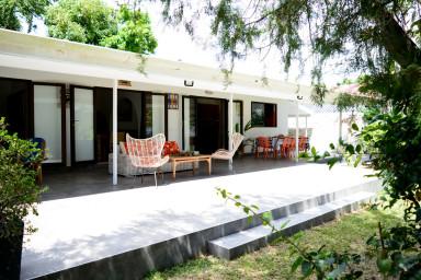 Fare Tetorea - Tahiti - Arue - 3 ch - bord de mer, jardin, WiFi - 8 pers