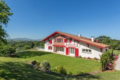 Pays Basque│ Splendide villa ·  Vue Pyrénées · 7 suites · Piscine · Billard