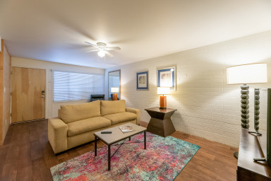 Scott I Rustic Old Town 2BR w/ Pool & Gym