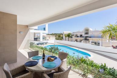 Porto de Mos beach apartment with pool