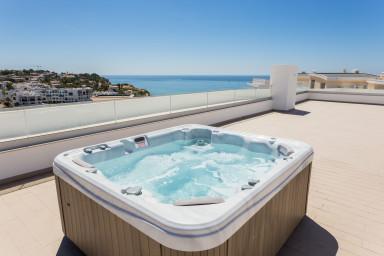 Porto de Mos beach apartment with pool & hot tub