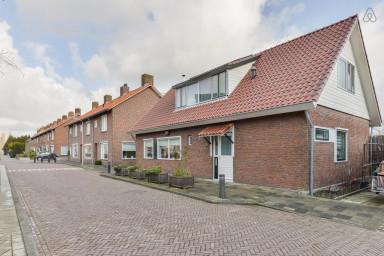 Spacious home, large sunny garden Halfweg. Sleeps max 4 adults + 2 children