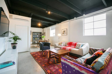 Stylish Prahran loft - walk to Chapel St