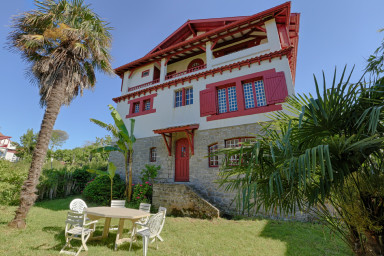Grande Maison familiale, proche de la plage et au charme basque conservé